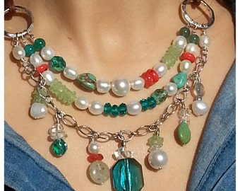 Colorful necklace with adjustable length.
