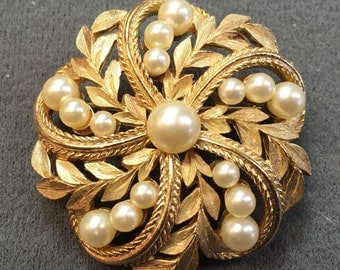 Beautiful Crown Trifari Gold-tone and Faux Pearl Brooch