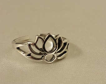 Lotus Silhouette Toe Ring Sterling Silver