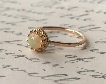 Genuine Ethiopian Fire Opal - Round cut 6 mm - Wello Opal - 14k Yellow gold crown setting - Gold-Filled Hammered band - Opal Ring