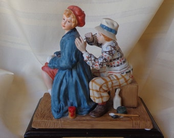 FIGURINE ~  Rockwell,  Saturday Evening Post, Courtin' Couples ~ The Artist ~  1986