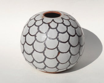 Handmade ceramic vase in gloss white with iron-oxide design