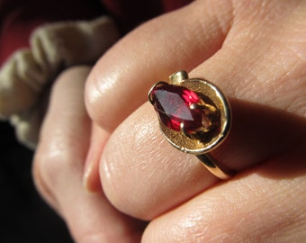 10k Gold and Garnet Ring Size 7