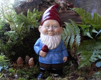 Gnome Statue,Traditional German Style Gnome Statue,Traditional Garden Gnome Statue,Outdoor Garden Gnome, Stone