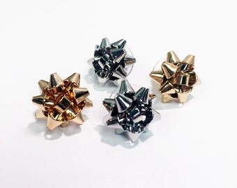Holiday season Christmas gift bow post earring in gold plate (small)