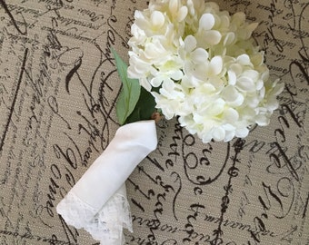Set of 6 White Vintage Hankies, Lace Trimmed Wedding Party Hankies in Bridal White