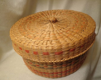 """Sweet Woven Basket With Lid, 6-1/2"""" Diameter, 3-1/4"""" high, With Red and Green Accents  FS"""