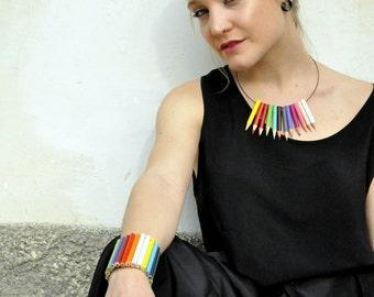 Neckplace with multicolor pencils