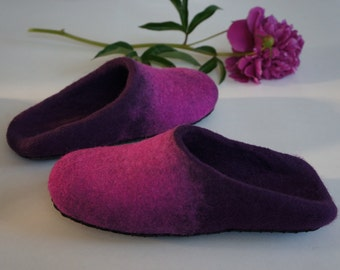 "Felt slippers ""Peony"" for women. 100% natural wool. Gift for her. Handmade. Felted shoes."