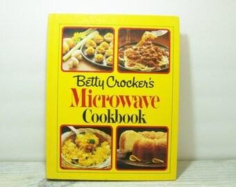 Vintage Betty Crocker's Microwave Cookbook 1st Edition 1981 General Mills Random House