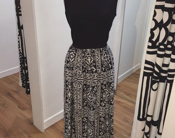 1960s 1970s Black & White Monochrome Graphic Floral Sleeveless Maxi Dress