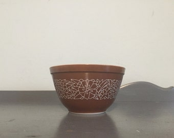 Pyrex Woodland Mixing Bowl #401, 1.5 pt.