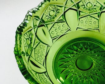 L.E Smith...Apple Green Nappy Dish...Heritage Pattern Dish