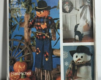 1980 Halloween McCall's Crafts 2628 Decorative Holiday Sewing Pattern, Hanging Ghost, Snowman, Stuffed Pumpkins, Garland, Scarecrow, Wreath