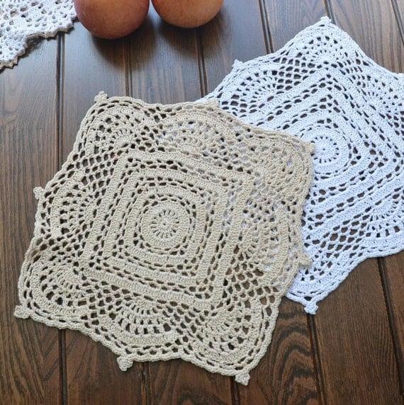 Items similar to set of 2 pcs 28cm suqare table mats - Set de table crochet ...