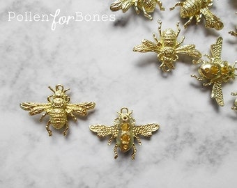 1pc ∙ Gold Bumble Bee Charm Insect Pendant Jewelry Supplies
