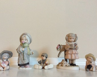 Five Kim Anderson's 'Pretty As A Picture' Figurines Hallmark Alaska Momma, Enesco.