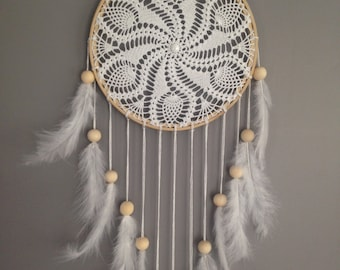 Dream catcher in crochet lace, white color. Dream catcher / dreamcatcher / dream catcher with lace, feathers and wood beads