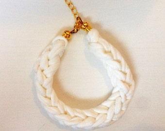 Bracelet cotton fair handmade white - Eerlijke handgemaakte armband katoen zpagetti wit met sluiting