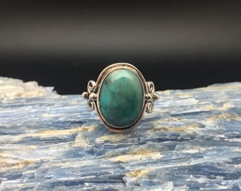 Green Turquoise Ring // 925 Sterling Silver // Beaded Swirl Setting