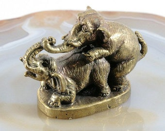 Elephants make love, bronze