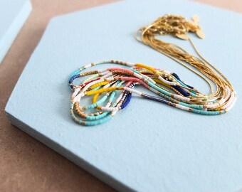 Collier chaîne fine perles de verre japonaises Miyuki, dorés à l'or fin 24 carats
