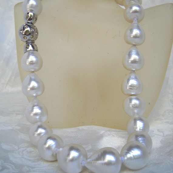 Mallorca Pearl Necklace: Baroque Majorca/Mallorca Pearl Necklace Pear By
