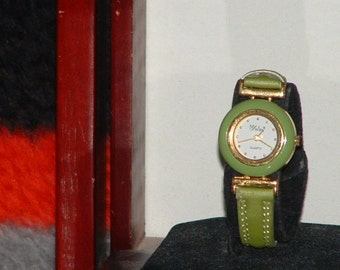 Pre-owned Women's Lime Cloth Band Fashion Analog Watch