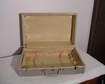 Vintage Samsonite Style 5421 Powder Gray Suitcase