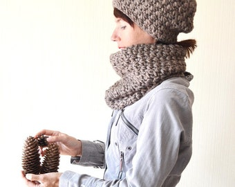 Hat and scarf Gift for her Gift set Hat scarf set Chunky knit cowl Winter set Alpaca hat Crochet scarf Matching set Birthday gift Cowl scarf
