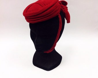 Vintage 40s ruby red chenille fascinator pillbox hat