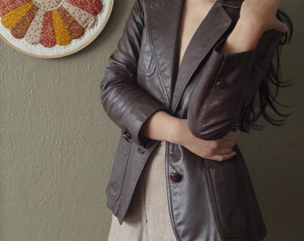 Fitted Women's Leather Blazer