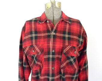 Mens Red Plaid Flannel Shirt / Size Medium