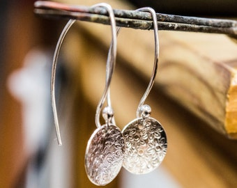 Sterling Silver Hammered Disc Earrings ,Small Disc Earrings ,Hammered Disc Dangle Earring ,Circle Dangle Earring , Every day earrings,silver