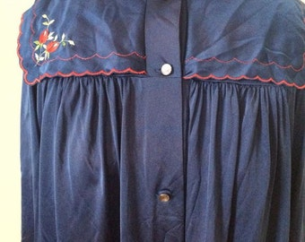 1970s blue embroidered matching night gown and robe plus size