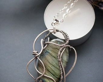 Wire wrapped pendant with labradorite - Silver pendant - Wire wrapped jewelry - Pendant - Necklace - Ideas for gift - Gift for women