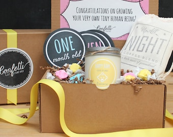 New Parents Gift Box // New Mom Gift Basket // New Dad Gift Basket // New Baby Gift // Baby Shower Gift // Send a baby gift // Soy Candle