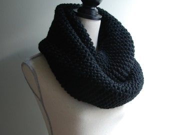 Chunky Knit Infinity Scarf in Black, Oversized Infinity Scarf, Chunky Knit Cowl