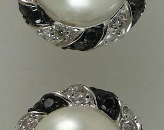 Freshwater 7.7mm Pearl Earring withBlack & White Diamonds 0.40ct 14k White Gold