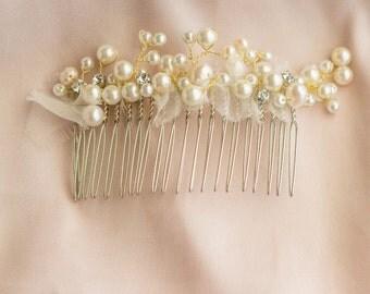 Swarovski crystals, pearl, bridal hair comb    Wedding accessory    001