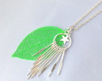 Necklace silver and fluorescent green with fancy pendants