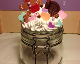 Glass jar with sealed-in Decorating cupcakes Fimo