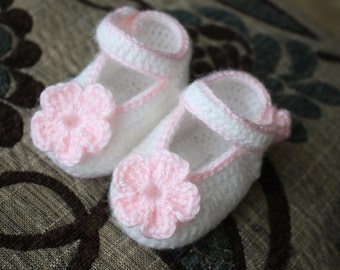 Baby girl flower shoes (Baby booties baby ideas baby gifts baby crochet baby sandals)