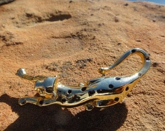gold tone leopard brooch pin