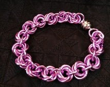 Violet Pink Color Anodized Aluminium Chainmaille Bracelet, Rose Chainmaille Pattern Jewelry