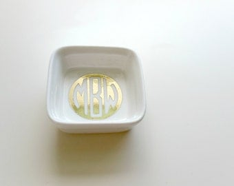 Shiny Gold Monogram Ring Dish//Engagement Gift//Ring Tray//Bridal Shower Gift//Bridesmaid Gift//Anniversary Gift//Preppy Gift
