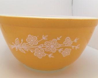 Vintage Pyrex gold butterfly gold flower Pyrex mixing bowl 402, 1.5 qt