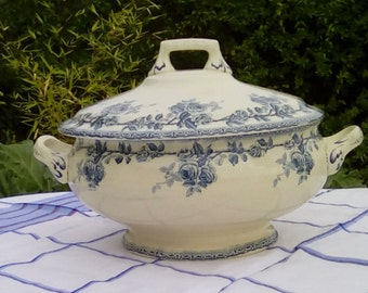 Antique French tureen, serving dish by H Boulanger & Cie. Late 1800 or early 1900s.