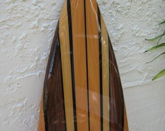 Planche de surf en bois d coratif mural qui par - Peinture bois sur fer ...
