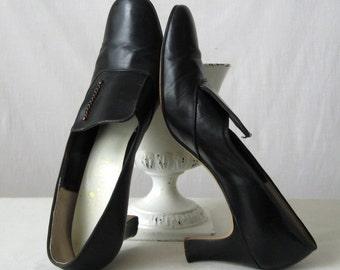Vintage Shoes 60s 70s Black Pumps High Heels Leather Shoes Size 7.5